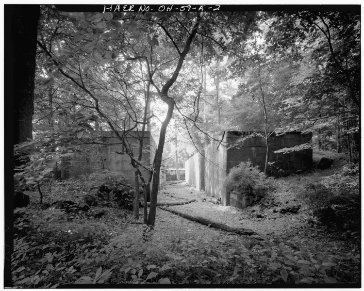 GENERAL_VIEW,_LOOKING_SOUTH,_SHOWING_THE_APPROACH_TO_THE_LOCK_CHAMBER_-_Ohio_and_Erie_Canal,_Lock_No._29,_On_Cuyahoga_River,_600_feet_north_of_Main_Street_(Route_303),_Peninsula,_HAER_OHIO,77-PEN,2-2.tif