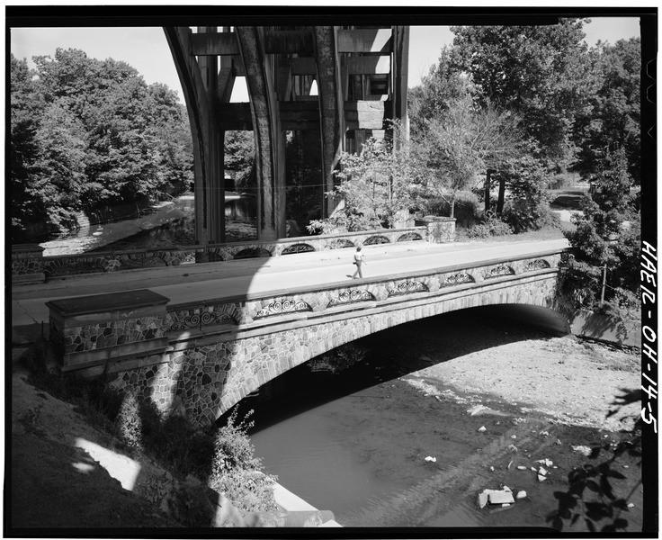 General_view_of_bridge._-_Brookside_Park_Bridge,_Spanning_Big_Creek_and_Cleveland_Metroparks,_Cleveland,_Cuyahoga_County,_OH_HAER_OHIO,18-CLEV,26-5.tif