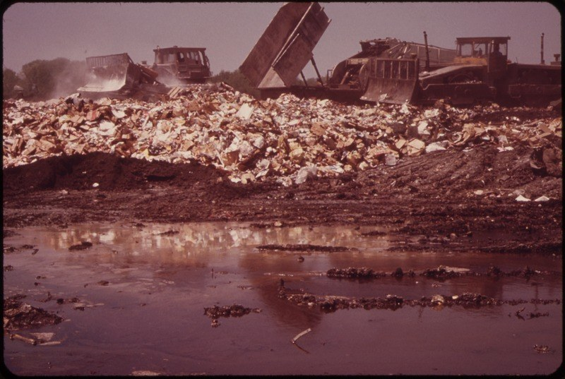 lossy-page1-800px-WARNER_ROAD_LANDFILL_OPERATION_ON_MILL_CREEK,_WHICH_FLOWS_INTO_THE_CUYAHOGA_RIVER_-_NARA_-_550252.tif